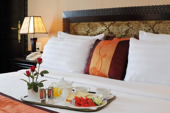 Starlight Cruise Halong Bay - Day Tour: Breakfast on beds