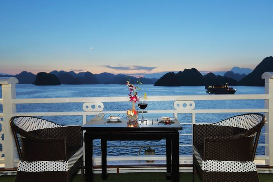Starlight Cruise Halong Bay - Day Tour: Candle dinner