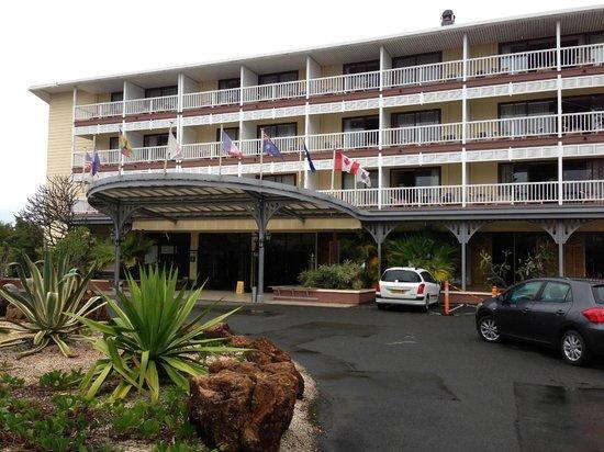 โฮเต็ล เลอ เซิร์ฟ: Front /Entry to Hotel