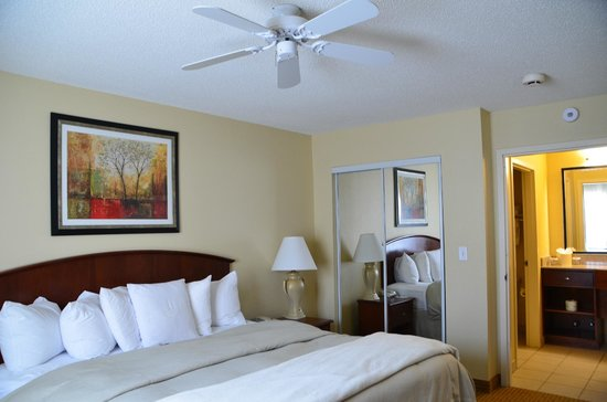 Homewood Suites by Hilton Mahwah: chambre