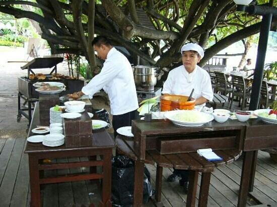 อ่าวพร้าว รีสอร์ท: outdoor cook