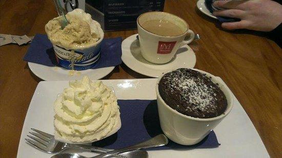 Sorrentos Cafe: Self saucing pudding, gelati and espresso
