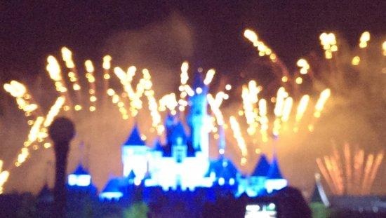 ฮ่องกงดิสนีย์แลนด์: Fireworks over the park