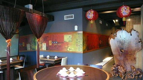 Dingshen Yuanyang Mala Hotpot: 空間寬敞可供團體聚餐