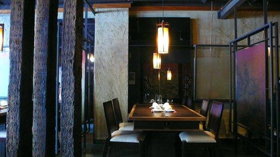 Dingshen Yuanyang Mala Hotpot: 3~5人座位區