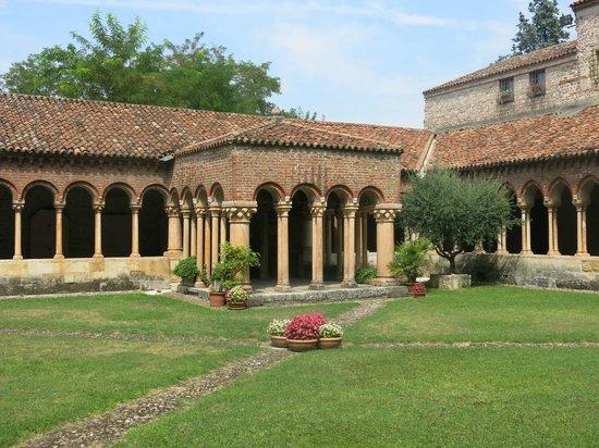 Basilica di San Zeno Maggiore: Peaceful cloisters