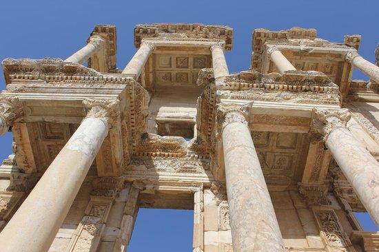 อควา แฟนตาซี แลนด์: The Library of Celsus