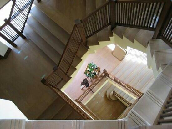 อินเตอร์คอนติเนนตัล พัทยา รีสอร์ท: spiral staircase too pvt beach