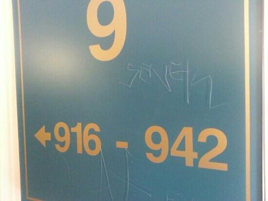 Clarion Hotel Anaheim Resort: scratch marks on signage Anaheim Clarion
