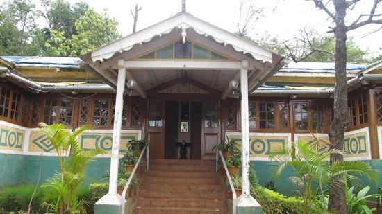 Mount View Heritage Hotel: main bungalow verandha