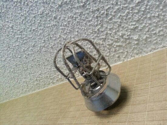 Clarion Hotel Anaheim Resort: Dust bunnies on fire sprinkler. This is going to save your life in case of fire?!