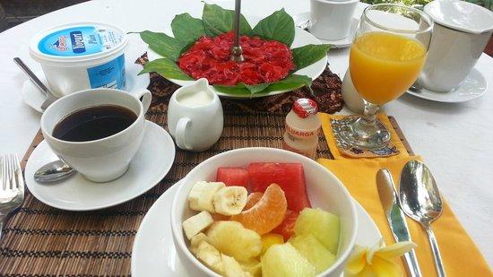 Alamanda Villa: Breakfast