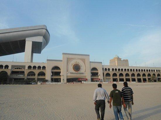 โรงแรมรามาดาเชลซี อัลบาชา: emirates mall