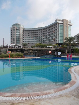 Sherwood Breezes Resort: General view of Hotel & Pool