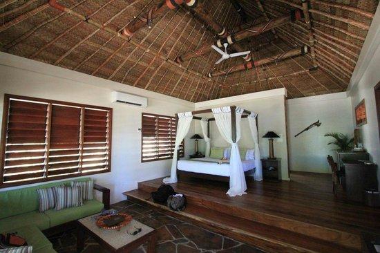 Paradise Cove Resort: Master bedroom in beachfront villa
