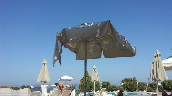 Kipriotis Panorama Hotel & Suites: Pool parasol