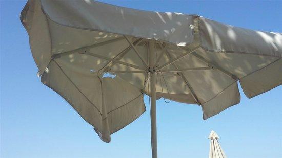 Kipriotis Panorama Hotel & Suites: broken parasols
