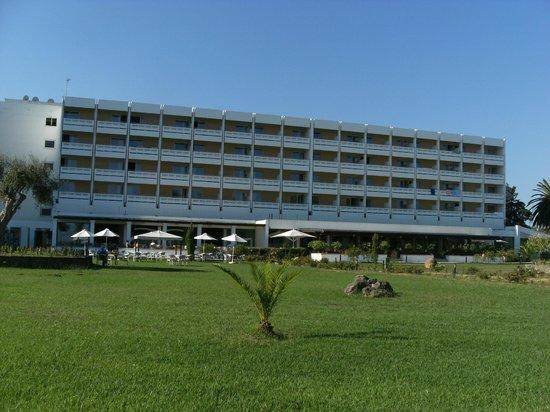 TUI FAMILY LIFE Kerkyra Golf: hotel from front
