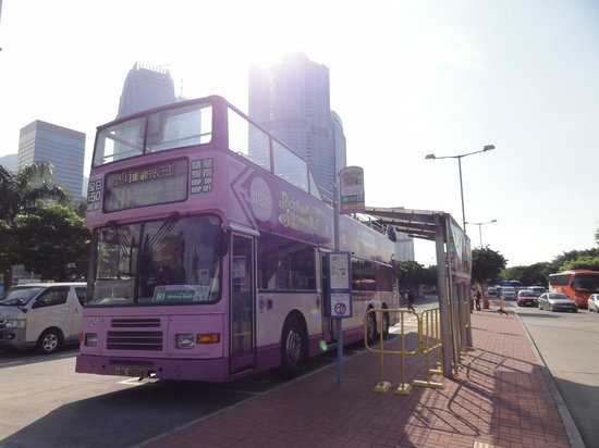 Rickshaw Sightseeing Bus: セントラルスターフェリー乗り場前のバス停から出発