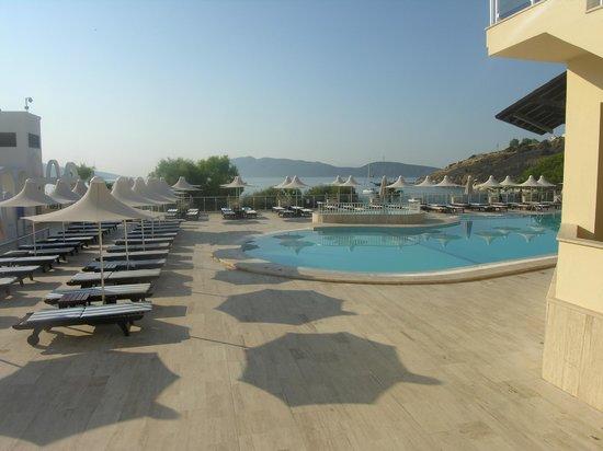 Azka Otel: piscine
