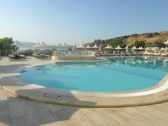 Azka Otel: Vue sur la piscine