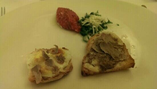 Trattoria del Passatore: White truffle, bread and eggs and meat Tatar