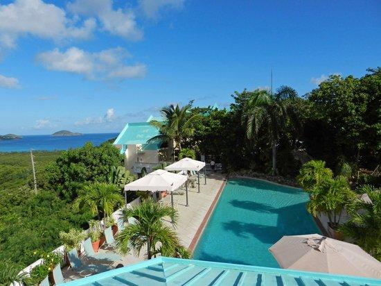 Flamboyan on the Bay Resort & Villas: MAgens Bay from upper pool deck