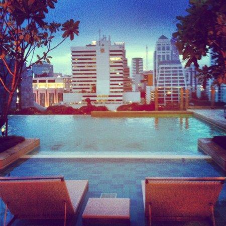 ศิวาเทล กรุงเทพ: the view from the pool