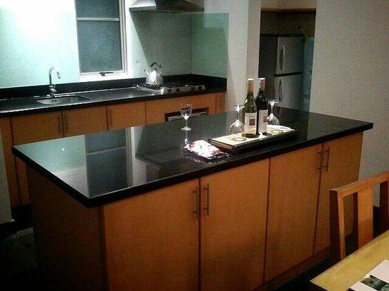 บาหลี ไอแลนด์ วิลล่าส์ แอนด์ สปา: キッチン