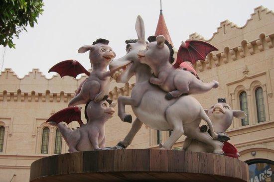 ยูนิเวอร์ซัล สตูดิโอ สิงคโปร์: Donkeys with the wings of Dragon