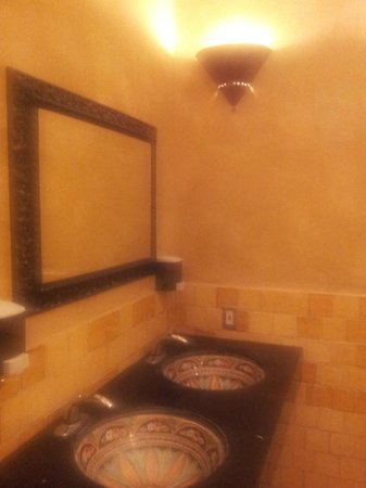 Palazzio Trattoria Italiana: tiled hand basins