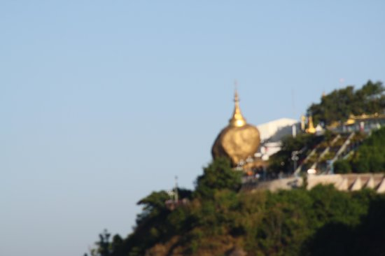 Kyaiktiyo Pagoda: golden rock