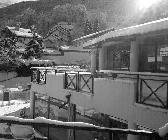 La Vanoise: La terrasse intérieure menant à la piscine