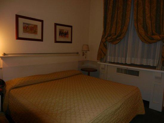 Hotel Delle Vittorie: Bed