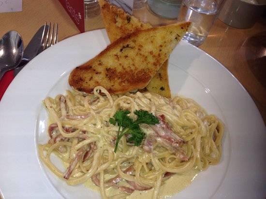 Taste Cafe at Chesil Beach: Quick bowl of pasta