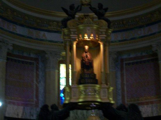 Sanctuary of the Madonna di Tindari: altare con statua della Madonna