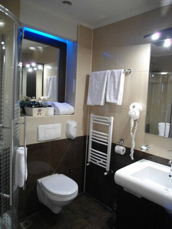 Z Executive Boutique Hotel: bathroom