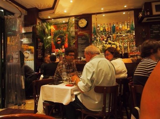 Le Bouledogue Restaurant Cafe & Brasserie: inside le bouledouge
