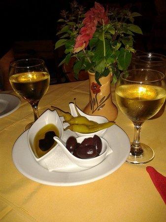 Tassos Village Grill: Appetisers and lovely crisp white wine
