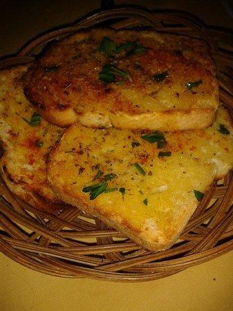Tassos Village Grill: The best garlic bread in town