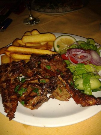 Tassos Village Grill: Lamb chops from the grill