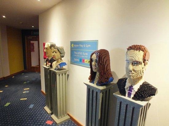 Legoland Windsor Resort Hotel: Statues by Executive Bar
