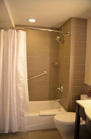 โรงแรมเชอราตั้นลินคอล์นฮาร์เบอร์: SDB