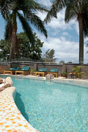 2Friends Beach Hotel: Pool area