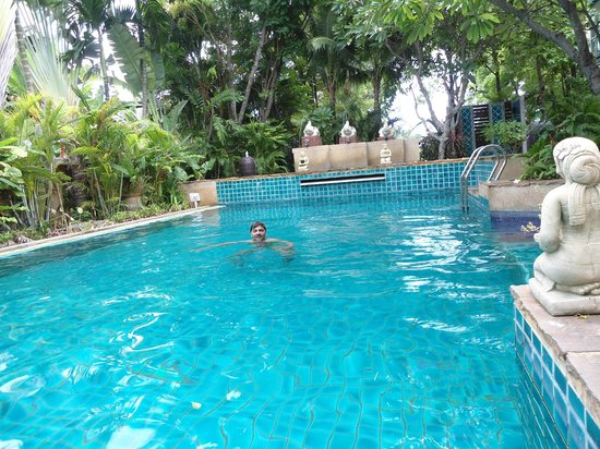 Citin Garden Resort by Compass Hospitality: Swiming
