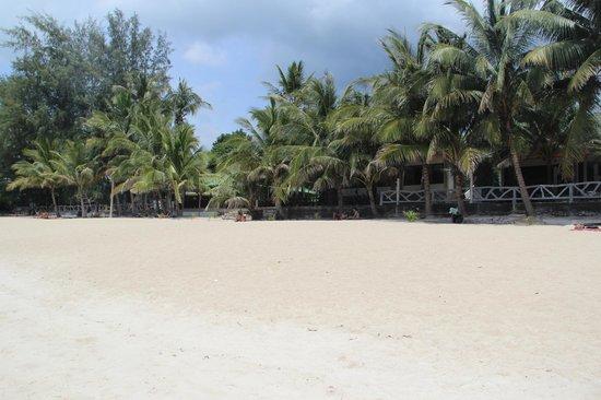 ละไม อินน์ 99 บังกะโล: Отель со стороны моря