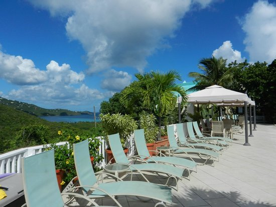 Flamboyan on the Bay Resort & Villas: Magens Bay view from upper pool deck