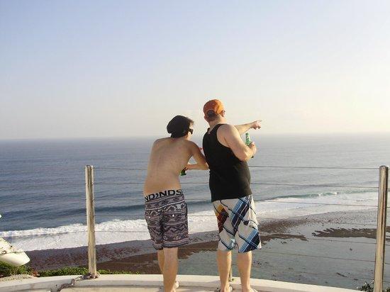 โรงแรมการ์มา กันดารา: Josh and Brent checking the view from the top restaurant
