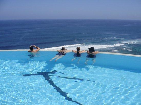 โรงแรมการ์มา กันดารา: Floating and enjoying the view