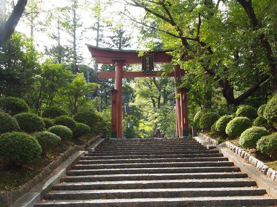 Yahiko Shrine: 東参道